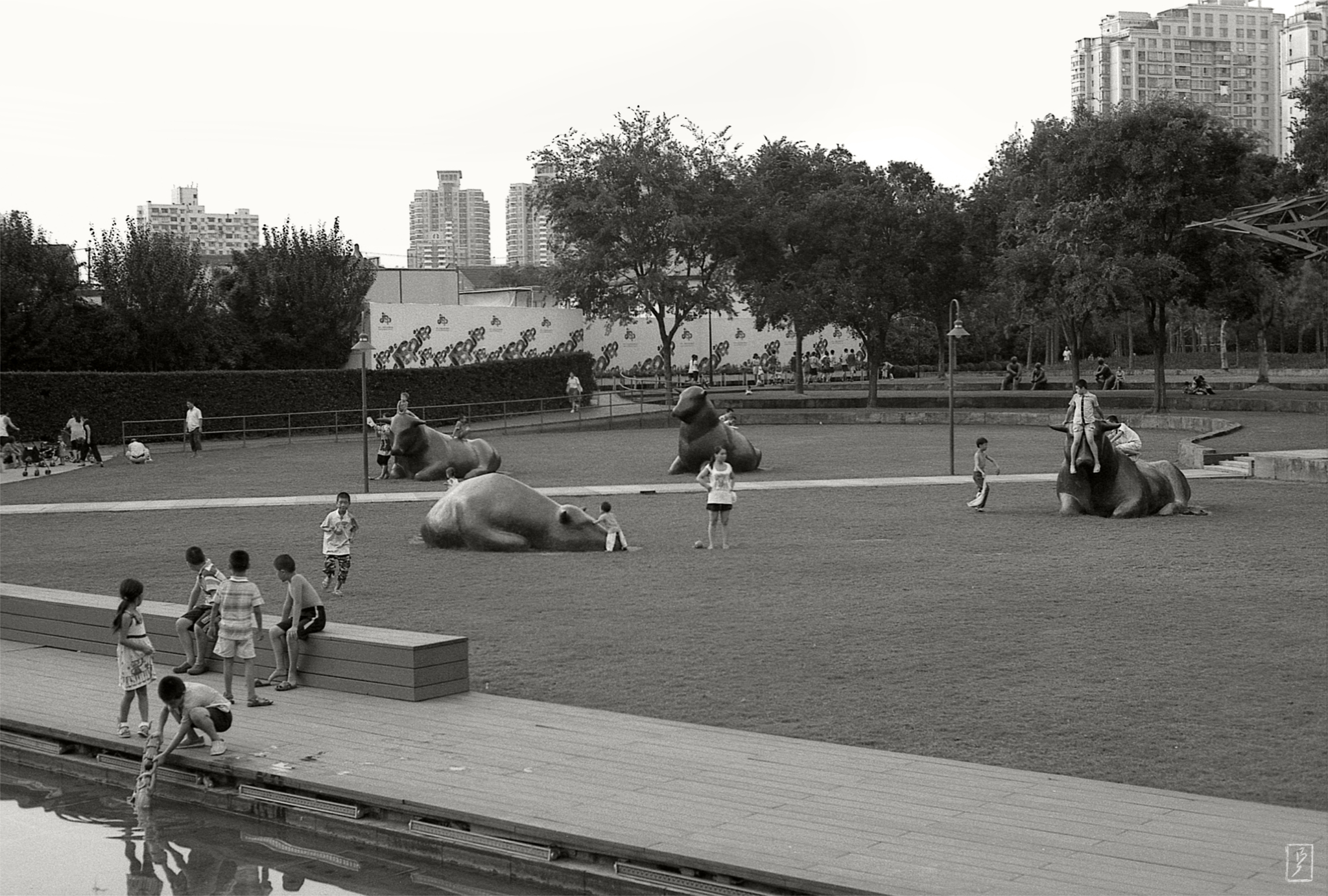 Jing'an sculpture park (静安雕塑公园): Children at play. Every five minutes or so, a guard would appear and yell at them to get off the statues.