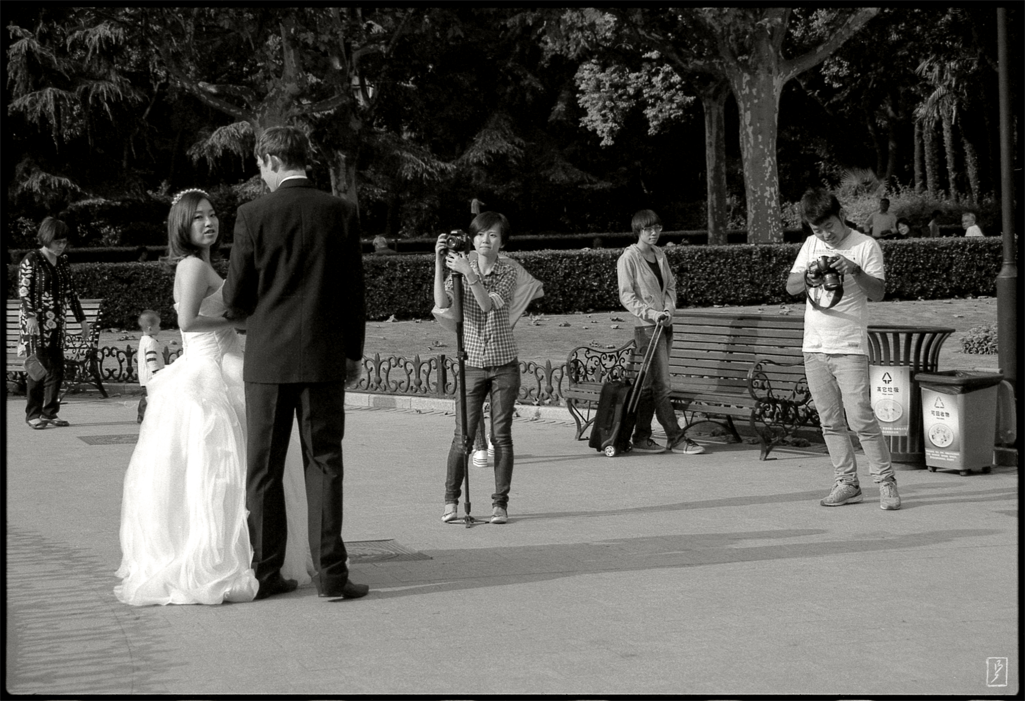 "Fuxing park (复兴公园): ""Wedding photos"" for fun."
